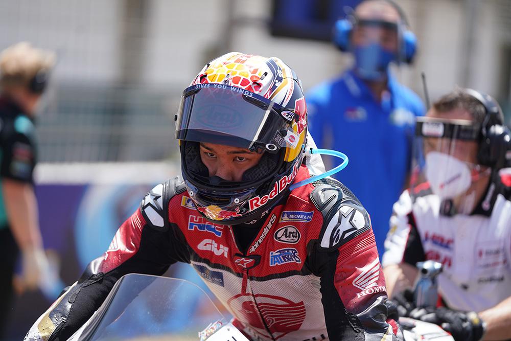 【今週末の #ホンダモースポ 】#MotoGP は今週から3連戦がスタート! 第3戦でベストリザルトをマークしたLCR Honda IDEMITSUの中上貴晶選手が狙うは、もちろん初の表彰台! 悲願達成の瞬間に期待です! https://t.co/BWBiITKNjd https://t.co/Wgml3aHl6a