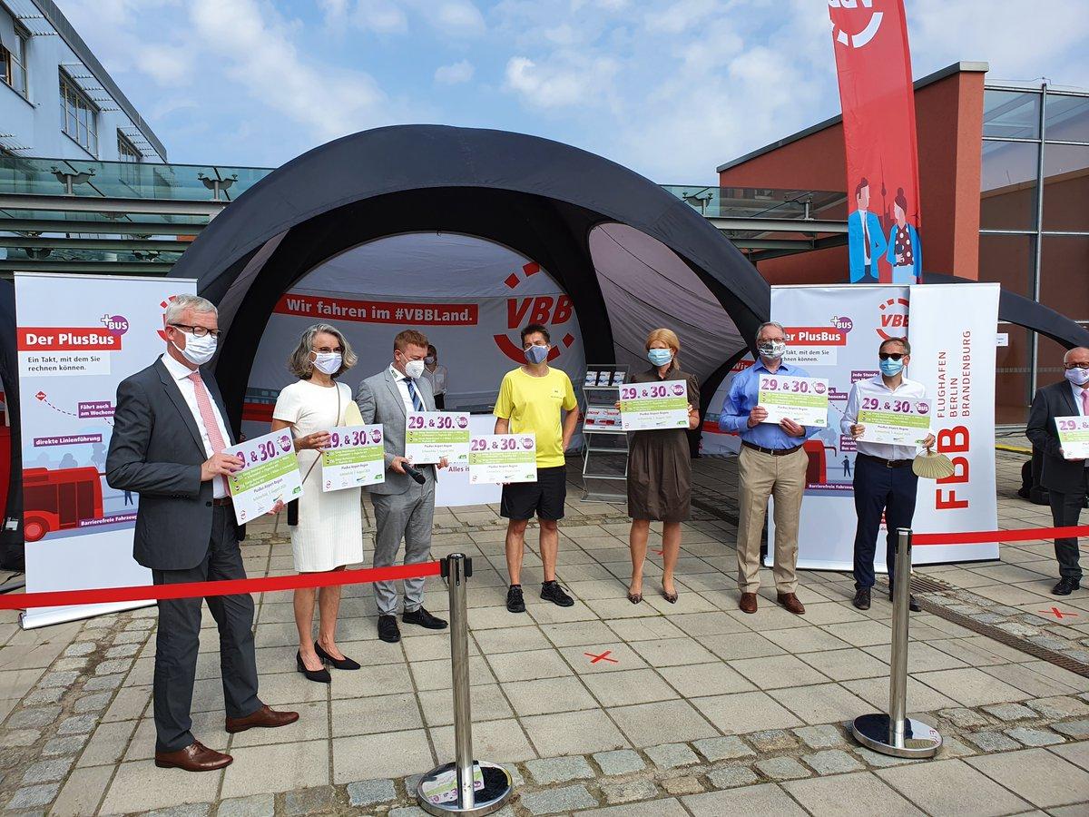 """#VBB-Chefin Susanne Henckel bringt es auf den Punkt: """"Die ÖPNV-Anbindung des #BER kann sich im Vergleich zu anderen europäischen Großflughäfen sehen lassen."""" Erste Buslinien starten ab 9. August, #ÖPNV ist vorbereitet: https://t.co/2NyYVCTAEV @fbb_corporate @SenUVKBerlin /vl https://t.co/7SgLiWY7Yk"""