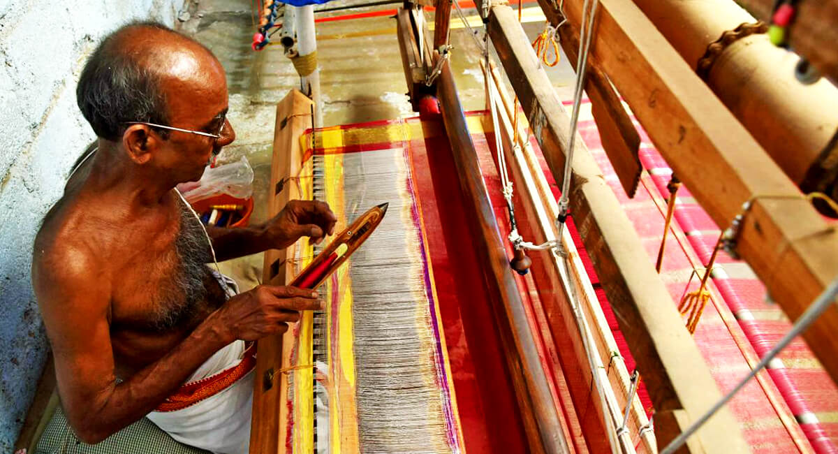 Sunita creation is a part of @FortuneInfraPro is paying gratitude to the #indianweavers on the eve of #NationalHandloomDay #Vocal4Handmade and also appreciate the #goverment who is playing a vital role to promote the #indianculture  @smritiirani @TexMinIndia @SmritiIraniOffcpic.twitter.com/ecB6ldcHKU