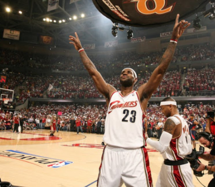 2009 Playoff LeBron  1st round: 32 PPG|11.3 REB|7.5 AST|52.6% eFG%  2nd round: 33.8 PPG|8.3 REB|6AST|63.6% eFG%  3rd round: 38.5 PPG|8.3 REB|8 AST|52.3 eFG%  This is the definition of dominance.... https://t.co/wRhn867fy8