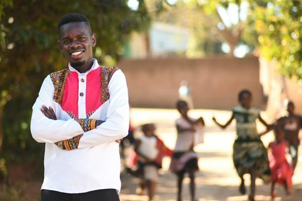 Meet the UNICEF COVID19 Youth Challenge Top 10  Mwai's Door to Door Campaign to End COVID19  Meet Mwai. His initiative is to educate people about COVID-19 and keep his community safe.    https://t.co/mOlA83p6k2 #PoweredBySegalFamilyFoundation https://t.co/I1tJVkFWcp