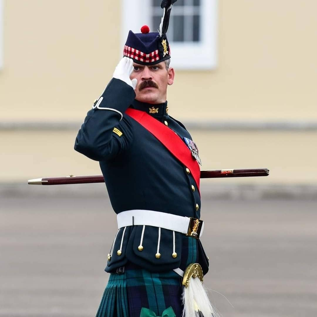 Young officers from #Sandhurst completed their Sovereigns Parade recently, marking the culmination of a years gruelling training at @RMASandhurst. The flexibility of our #WeAreInfantry soldiers and officers can take us from #KiltsToCombats anywhere in the world.