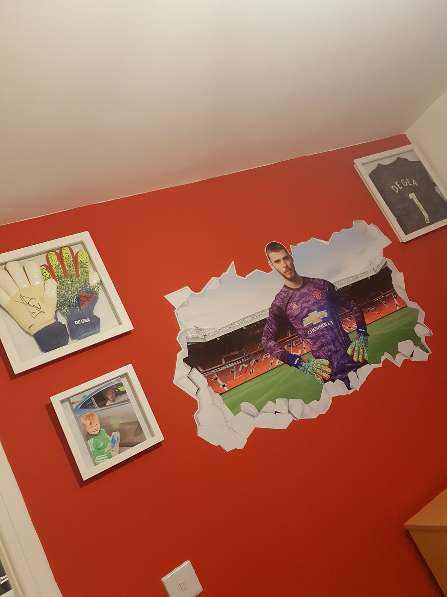 Jeremiahs bedroom wall is finished David always our number 1 ❤ @D_DeGea @Edurnity @ManUtd