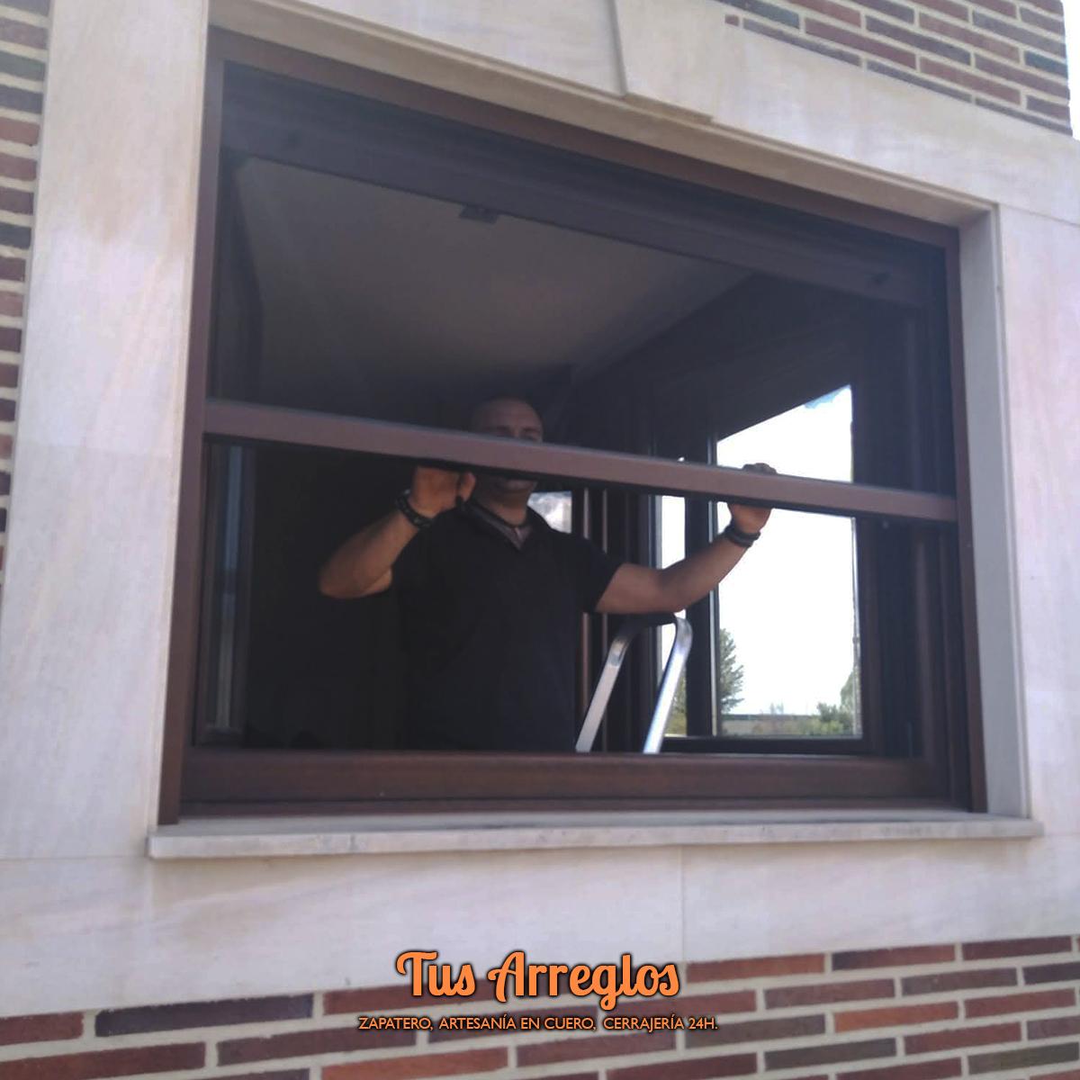 ‼️‼️SEGUIMOS INSTALANDO MOSQUITERAS‼️‼️ 📱 609 84 26 18 - 617 83 66 76 #zapateria #artesania #cuero #tusarreglos #valenciadedonjuan #leon #cerraduras #seguridad #cerrajeria24h #mosquiteras https://t.co/HBVNB9cwOh