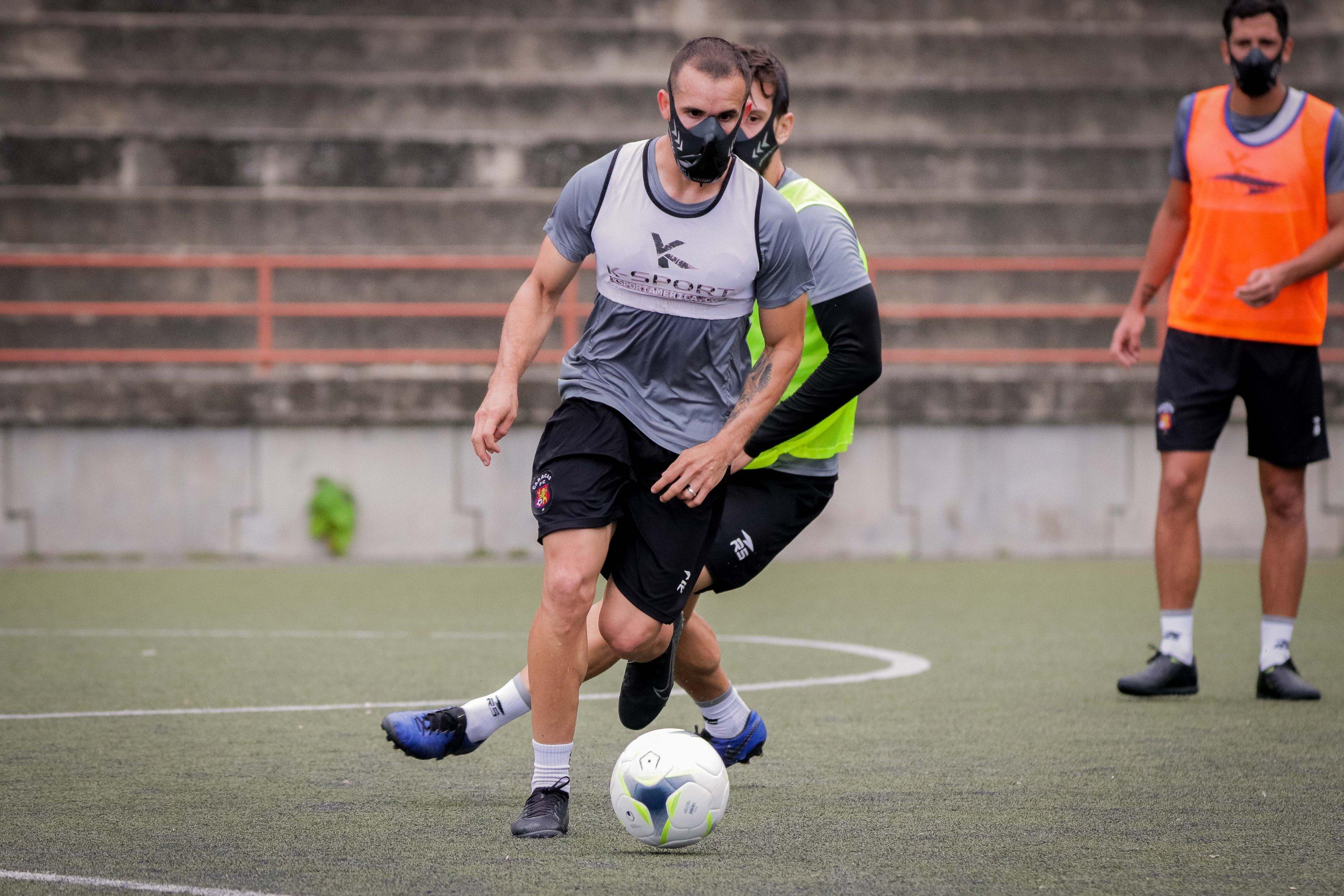 Entrenamiento del Caracas FC, tapabocas