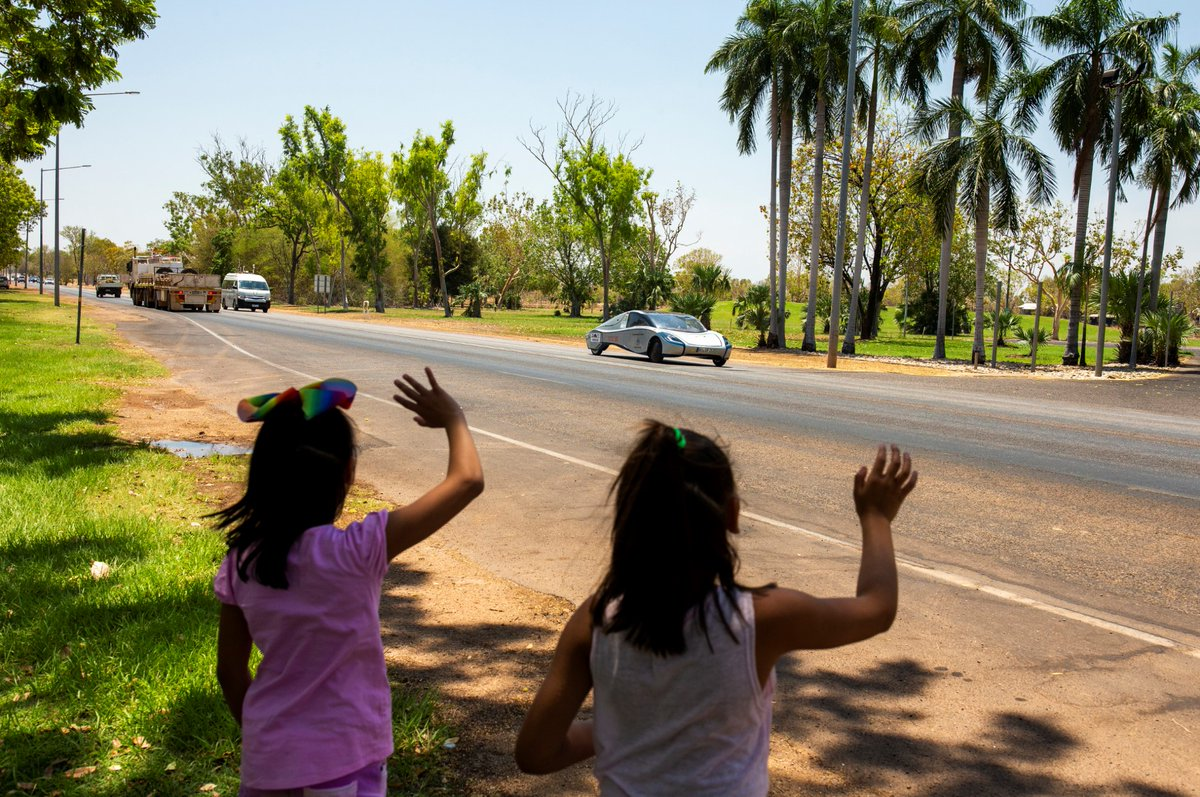 Inspiring the next generation! Two young girls wave to ThyssenKrupp SunRiser on its trek from Darwin to Adelaide during the 2019 Bridgestone World Solar Challenge. 👋 #BWSC19 https://t.co/JBFKoHas1h