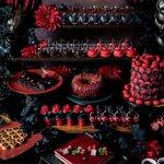 「大人のハロウィン」黒×赤がスイーツの魅力を最大限に引き出す!