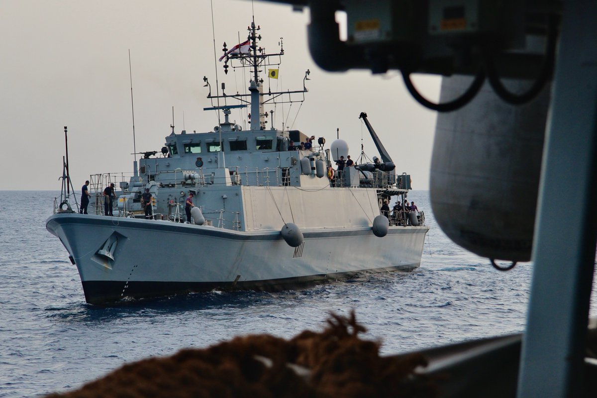 @HMSBlyth makes her approach during a rafting serial with @HMSMontrose #MutualSupport #ships