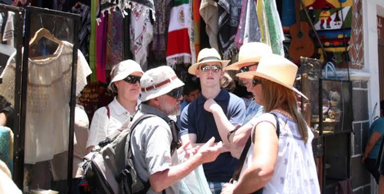 #OAXACA Por los niveles de inseguridad, el gobierno de #EstadosUnidos recomendó no visitar Juchitán de Zaragoza, San Blas Atempa y Salina Cruz. Sin embargo, considera seguro, a pesar del #COVID19, viajar a Huatulco, Puerto Escondido y Oaxaca de Juárez.  https://wp.me/p6GD0Y-gTDpic.twitter.com/LBzL8ArLiS