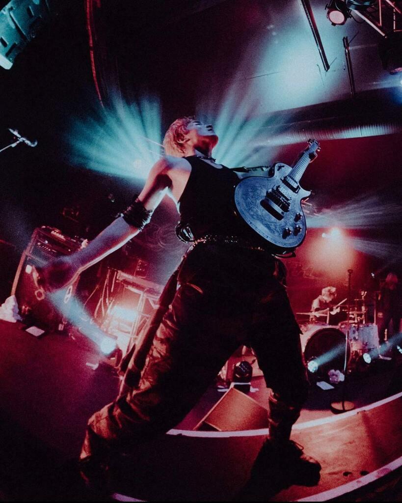 @kazucrossfaith of @crossfaithjapan photo by @murrydeaves   . . . . . #zemaitis #zemaitisguitars #guitarist #gearporn #art #guitar #guitars #music #musician #artist #singlecutaway #rock #rocknroll #metal #blues #japan #japanese #madeinjapan #japaneseguitar #tonyzemaitis #the…pic.twitter.com/mautuxqQz1