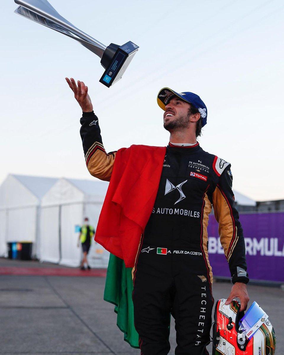 Campeão do Mundo de Fórmula E! 🇵🇹👏 Orgulho, @afelixdacosta!  #TodosPortugal https://t.co/MzmXdSmcdb