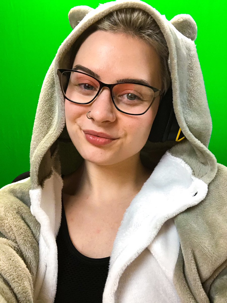 LIVE!   It's Safe Space Sundah time! We will be talking about self-care today   Then jumping into.. some games?? Not sure what yet, so we'll decide as we go http://twitch.tv/murphyowo  #TwitchStreamers pic.twitter.com/WVElroJiax