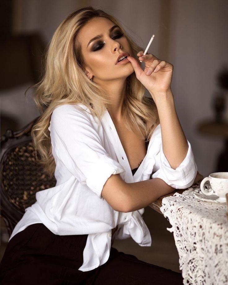 Join for the most beautiful girls smoking videos in my #patreon  http://patreon.com/hottiesmokers  #smoking #sexy #hotsmoker #smokingvideo #smokergirl #cigar #sundayvibespic.twitter.com/yGAR146Djo