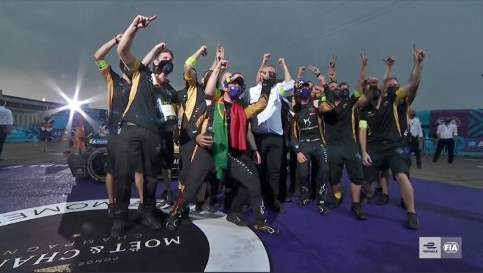 #ABBFormulaE #SeasonSixFinale | #BerlinEPrix – Carrera de Campeones: Vergne ganó el Round 9 y Da Costa se corona Campeón https://t.co/2QCZwWZBbw https://t.co/7JZWGfOeLi