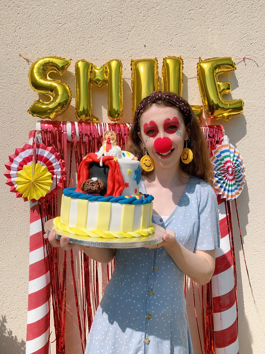 "We had our very own ""Stay At Home Circus"" this #SmileSunday @katyperry! We made #SMILE 🙂themed games, snacks and our favourite, the cake (spot Nugget!)... #SmileSundays 🤡❤️🎪🎟🎈 https://t.co/gNmxXRlXId"