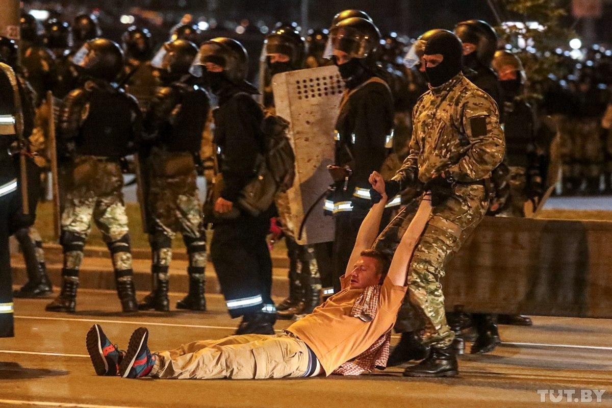 "TUT.BY on Twitter: ""Вот так выглядит центр Минска вечером 9 августа. Фото:  Дмитрий Брушко, https://t.co/SAPdczGoiG… """