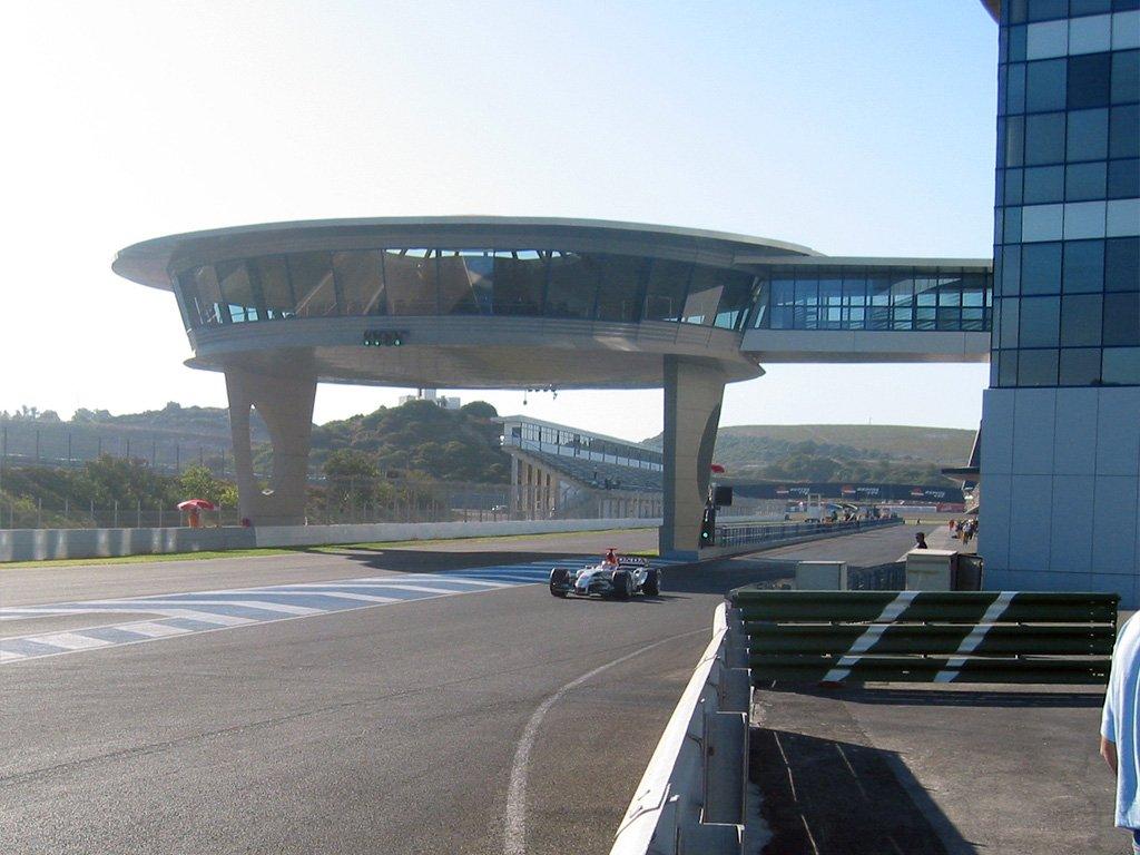 Tras 5 carreras del campeonato cumplidas, quedan 8 por correr de momento.  Según la BBC además de correr en Bahreín y Abu Dhabi, La F1 se encuentra negociando con los circuitos de Estambul y Jeréz, para poder completar la cuota mínima que requieren los contratos de TV y Sponsors. https://t.co/Je3kVOVuBt