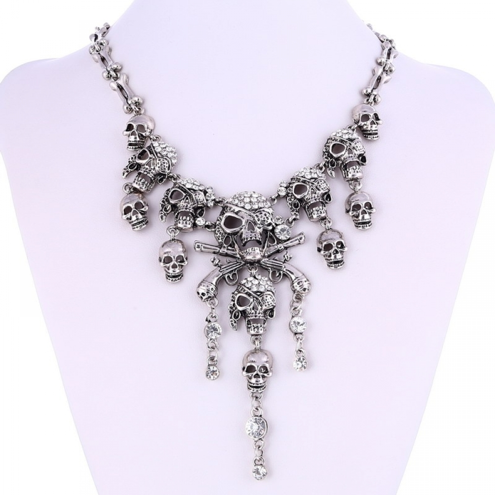 #horroraddict #drawing #makeup Pirate Skeleton Skull Necklace https://spookers.com/pirate-skeleton-skull-necklace/…pic.twitter.com/17rBmJ4HNy