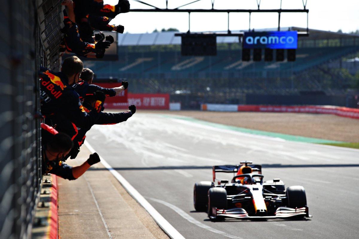 """Já leram? No blog @voandobaixo, a análise da corrida está no ar. """"No GP dos 70 anos, Verstappen e uma vitória que resume bem a F1"""". Leia aqui: https://t.co/RcLH7kErs7 #F1naGlobo #F1noSporTV #F1noGE #RafaelLopes #VoandoBaixo #F170 #F1 #Silverstone #Inglaterra https://t.co/YRKvfk3kBn"""