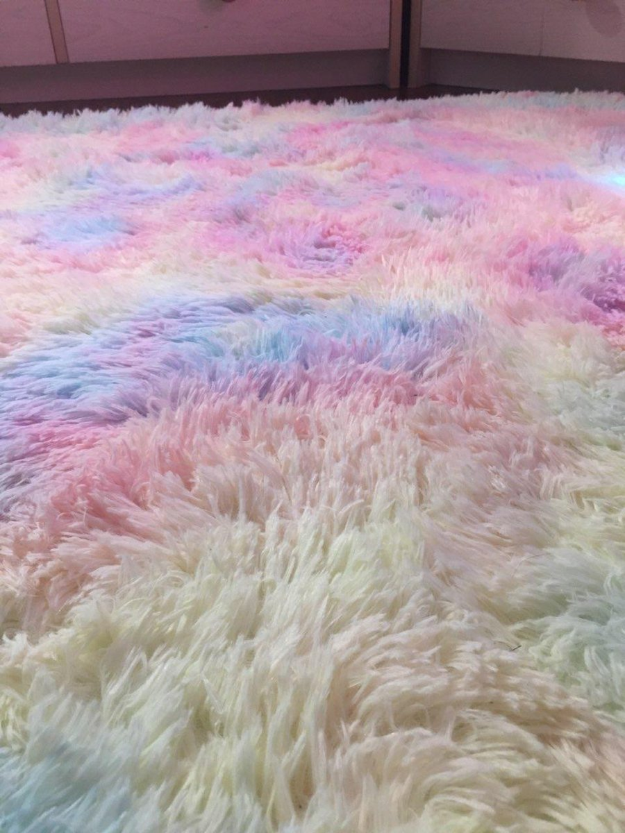 I got a new rug for my room and its...amazing... 💖✨ https://t.co/3CGqZmPHyg