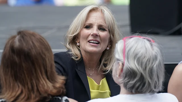 Jill Biden says she plans to continue teaching if she becomes first lady hill.cm/9d7QDLd
