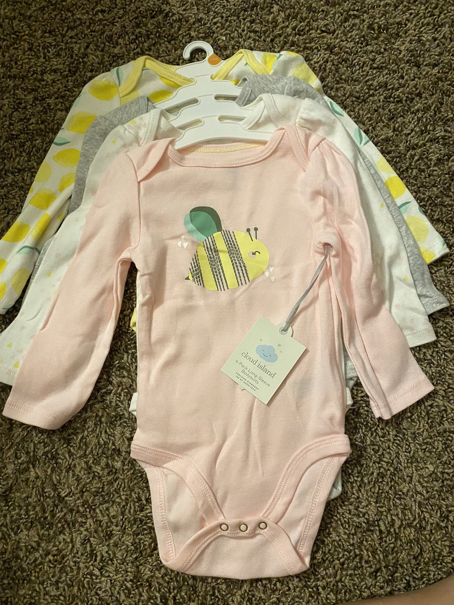Size 12 months w/ tags pic.twitter.com/wJGv0mkS73