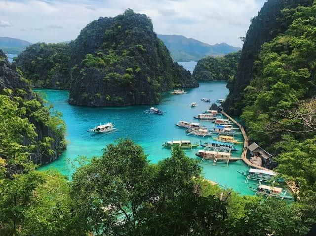 beautiful spots island in Palawan,Philippinespic.twitter.com/FZavMrDe80