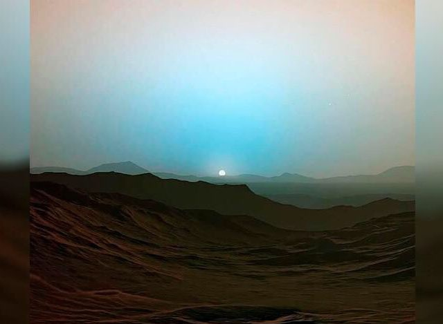 Sunset on Mars (vía @AvatarDomy) taken by Curiosity Rover vs. sunset on Earth (Segovia) taken by me. Which is the red planet? 😉