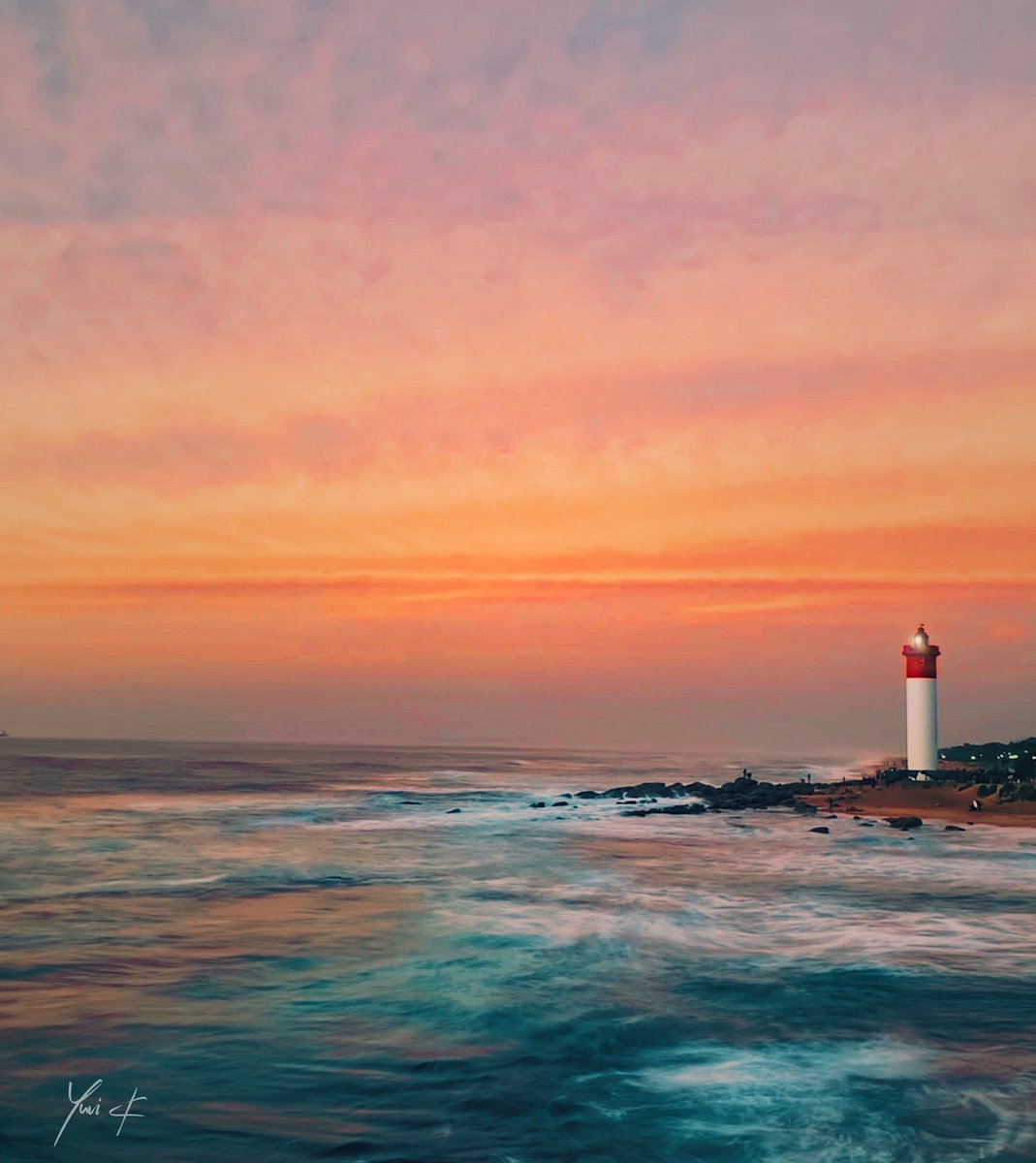 Durban You Beauty 😍 The lighthouse revamp is finally completed 👌🏼  #Umhlanga #Durban #Sunrise #YuviK https://t.co/OrXqzCILXm