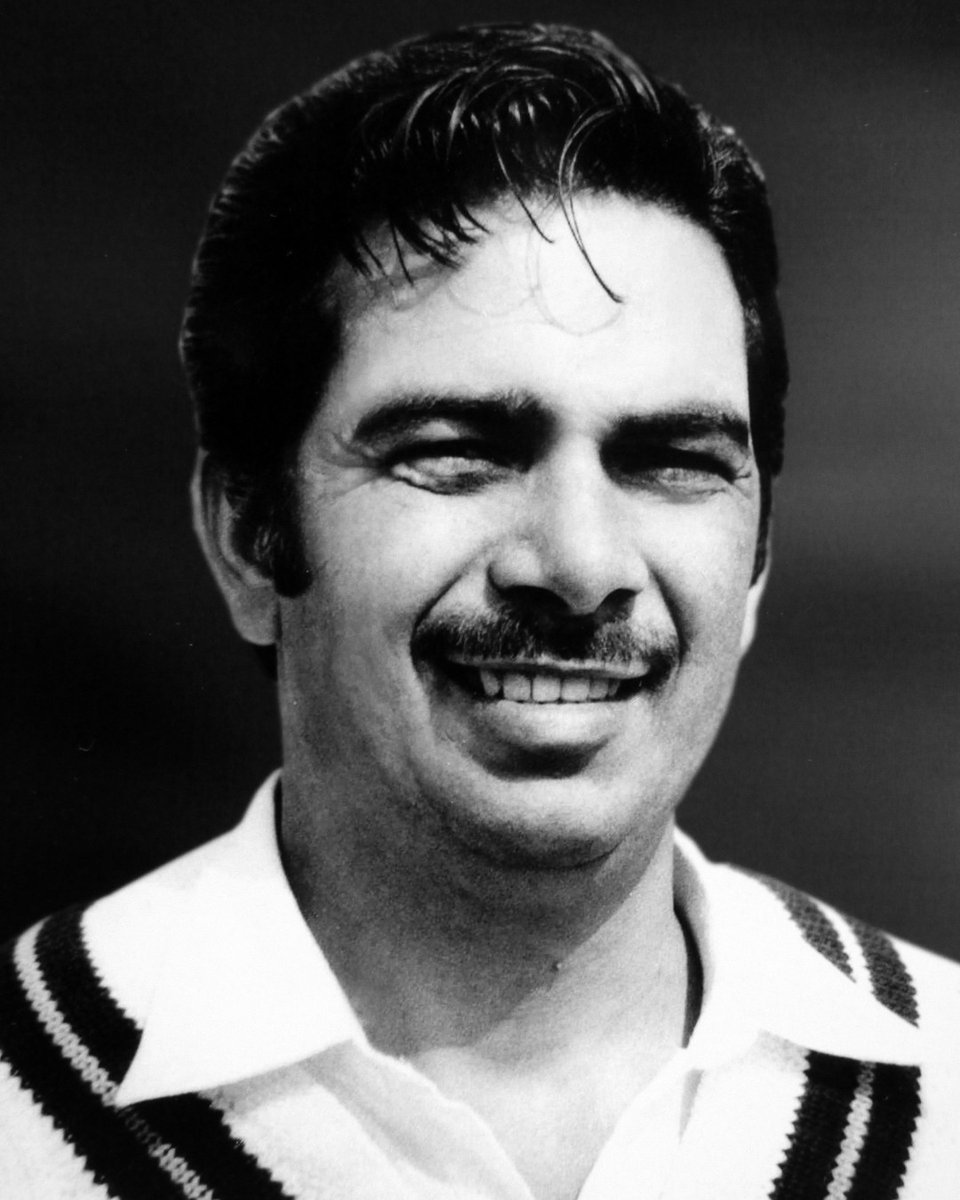 Happy birthday Shafqat Rana! He was a good right-handed batsman, strong on the cut and drive. He represented Pakistan in five Tests scoring 221 runs. In his First-class career he scored 4,947 runs & claimed 16 wickets. Rana also served as a member of national selection committee. https://t.co/sb82BJRTNf
