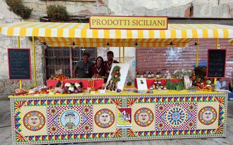 Cartoline dalla Sicilia firmate Dolce&Gabbana, in campo anche il Distretto orticolo del Sud-.Est - https://t.co/ZfPaDffsV7 #blogsicilianotizie