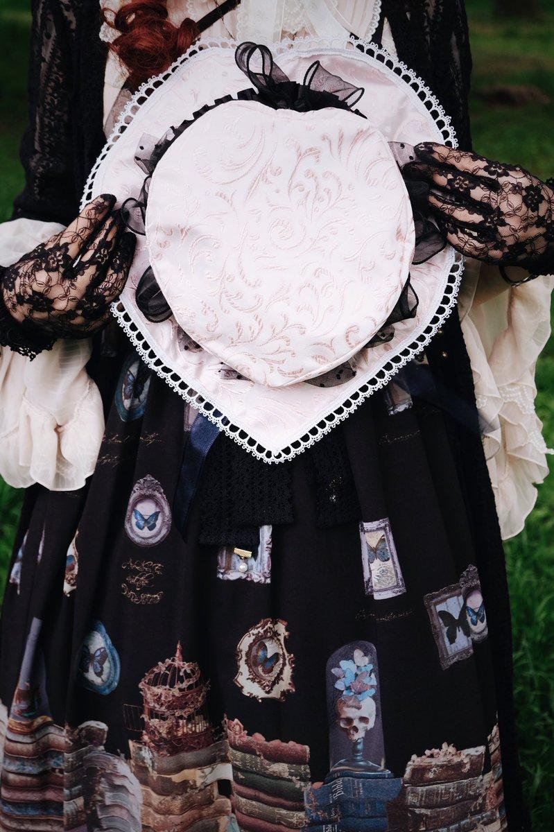 今日は #ハートの日 #帽子の日 ということですので、#InEden のオリジナルハートシェープ♥️帽子を紹介。色んな素材からミシンで製作、パンケーキ🥞みたいな畳める形です💕トップに #布花 など付けたらかわいいです🎠 9/12浅草 #アーティズムマーケット @ARTiSM_jp に特別版を持って行く予定です https://t.co/dJ1lKwSrss