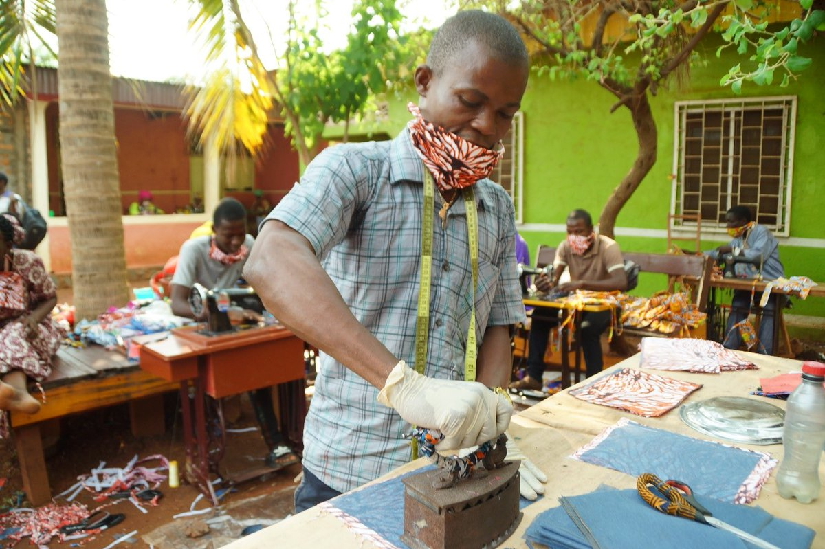 """In the #CentralAfricanRepublic 🇨🇫, the #COVID19 pandemic is shaking up the economy and could push more than 140,000 people into extreme poverty. Find out how we are """"standing up"""" to help the LONDO project reduce that number: wrld.bg/6aaM50ARtp2"""