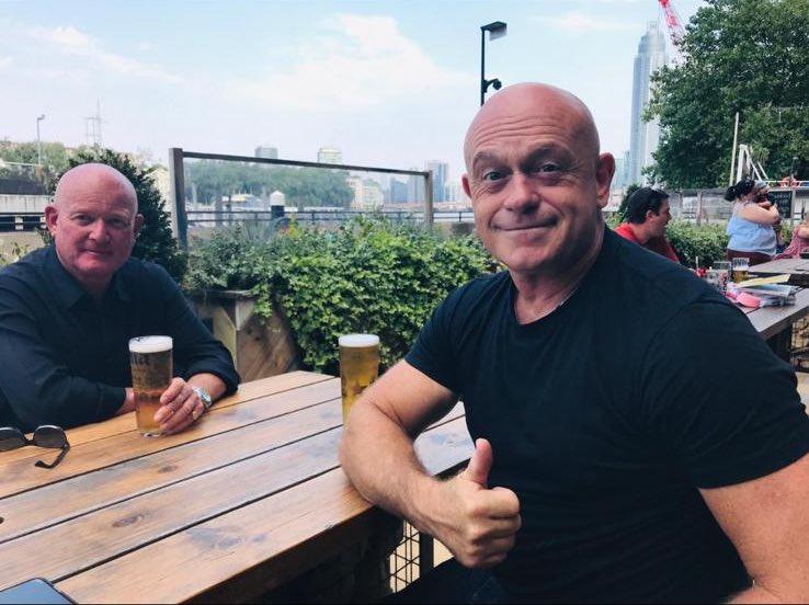 Great pic of Ross Kemp enjoying the terrace at the Nine elms tavern! 👏🏻👏🏻☀️#heatwave #nineelms https://t.co/MCPhSCOPTk