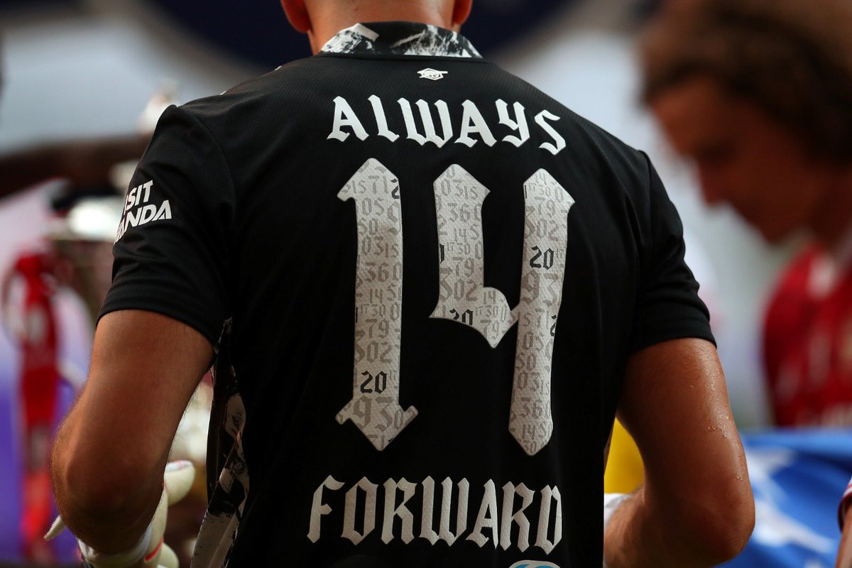 Always forward @Arsenal @adidasfootball Siempre hacia adelante @ArsenalEspanol
