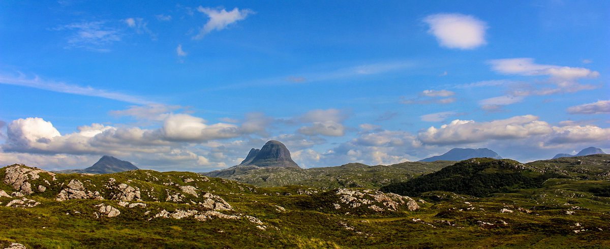 Blue skies and Suilven. Another perfect day in Assynt!    #discoverassynt #VisitScotland #scottishhighlands #nc500 #assynt #LoveScotland pic.twitter.com/uE7plEviGl