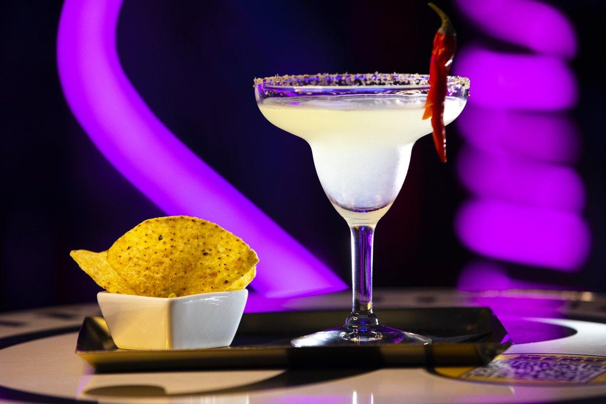 #gaybar #gaybarcelona   #drinkoftheday  #instadrink #barcelonanightlife  #bestbar   #barcelonacocktailbar  #platabar #cocktails #thirsty  #cocktailslovers  #cocktailtimepic.twitter.com/5DVM2YLh5E