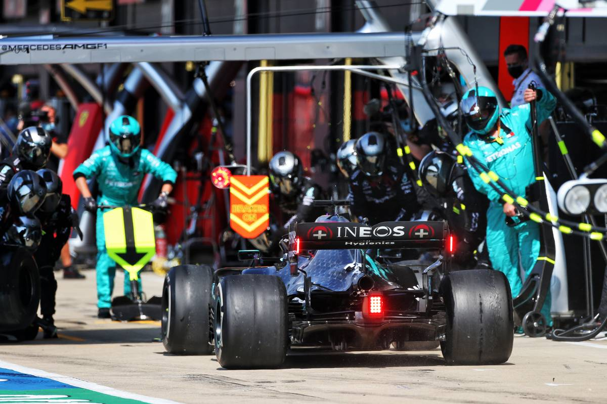 لويس هاميلتون تخوف من استراتيجية التوقف الوحيد #فورمولا1  https://t.co/abn5cLR5C1 . . #F1 @F1 https://t.co/crGsHjQxoQ