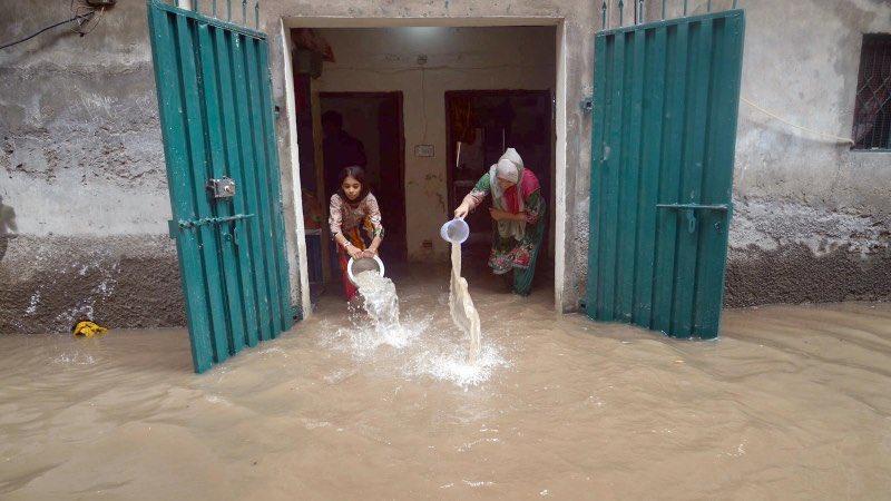 Lahorissss !!  Cook your favourite meal and enjoy the rain 😍  Thankyou ##PunjabGovt #Punjab_DoobGaya https://t.co/j85glE0taP
