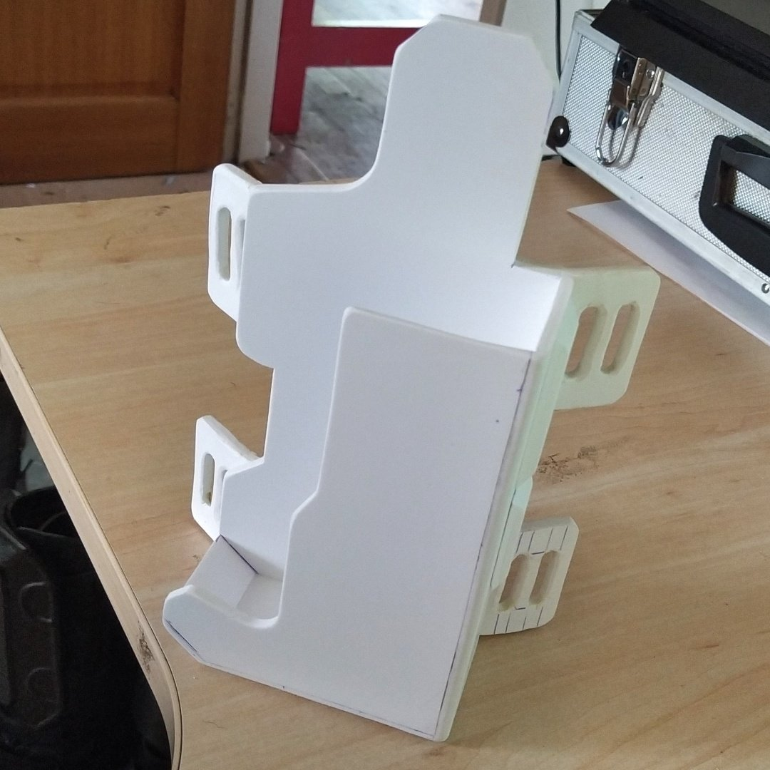 Made the gun holster, belt buckle and the other nicknacks that the judge carries on its belt, all made from evafoam ofc, still have some left to make but than ready for sealing and painting. pic.twitter.com/EFxrzRYRs4