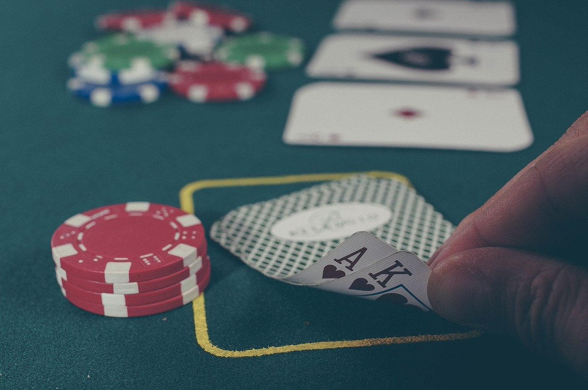 Do you know how to play Indian poker?  #casino #onlinecasino #poker #indianpoker #India #indiancasino #casinositesinindia #pokersites #onlinepoker #onlinepokersites #pokerguide #indianpokerguide #Oklahoma #cardgame #casinogame  http://ow.ly/NYtO50AV51Gpic.twitter.com/2amioOGAs2