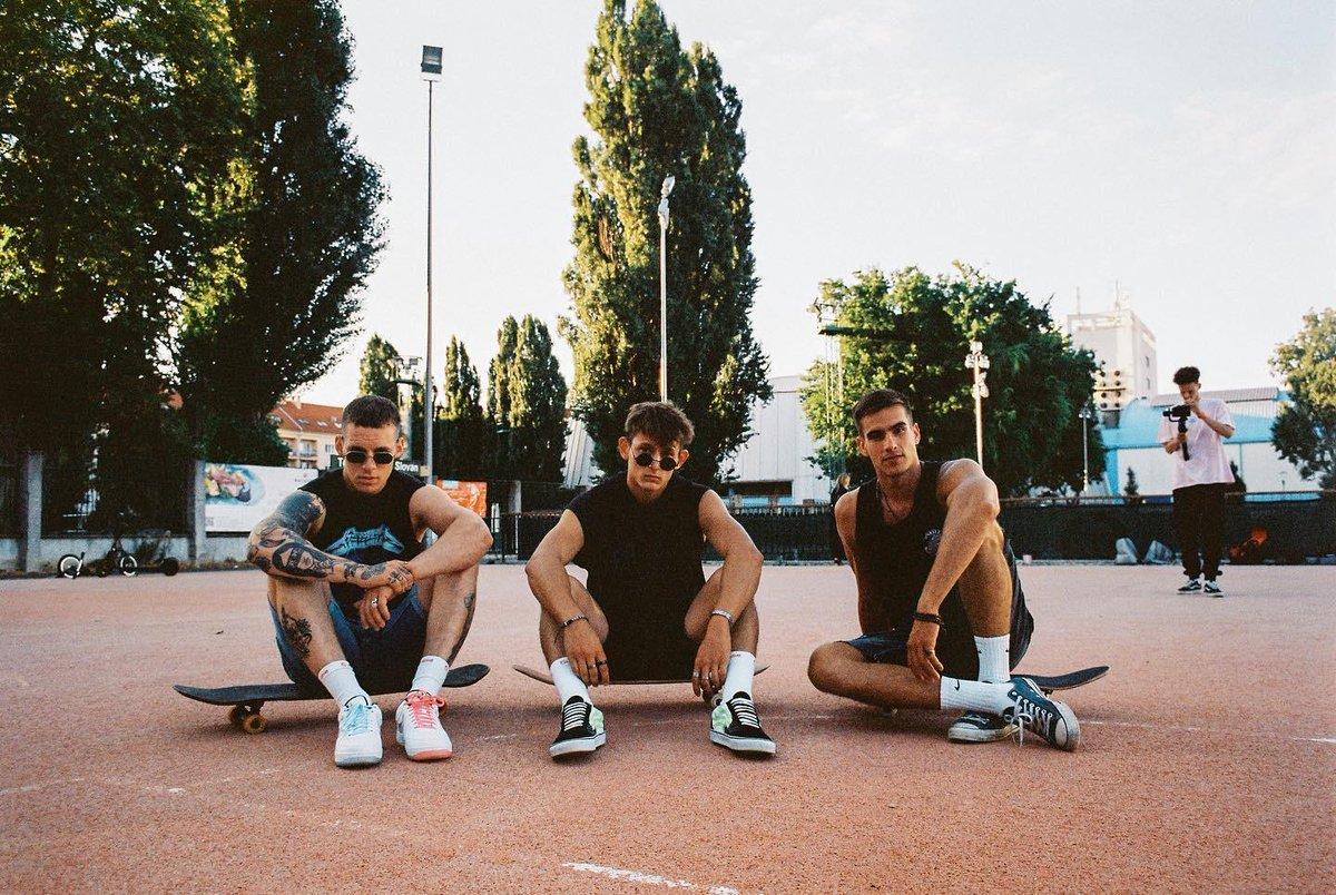 BOYS are BACK! Coolest chalani sa vracajú na obrazovky @tvmarkiza už na jeseň 👉 https://t.co/2u1W7kMHPv 📷Adam Tarana #hotdudes #boys #hot #cute #boy #cool #skater #panprofesor #tvmarkiza https://t.co/5iO5JrIfxM
