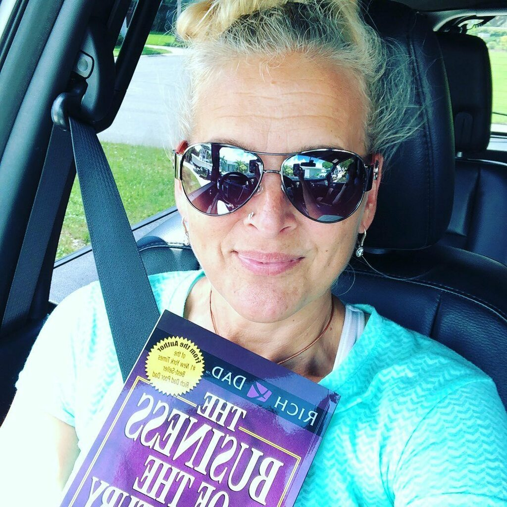 August #bookclub.  What are you reading right now??   #leadersarereaders#thebizofthe21stcentury #personaldevelopmentbooks @therealkiyosaki https://instagr.am/p/CDtSetxDmYS/ pic.twitter.com/Fy5WV54xxJ