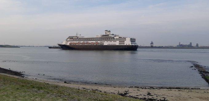 Afscheidstour voor cruiseschip De Rotterdam https://t.co/xHE6f0j2XO https://t.co/aRpwoQlg2P