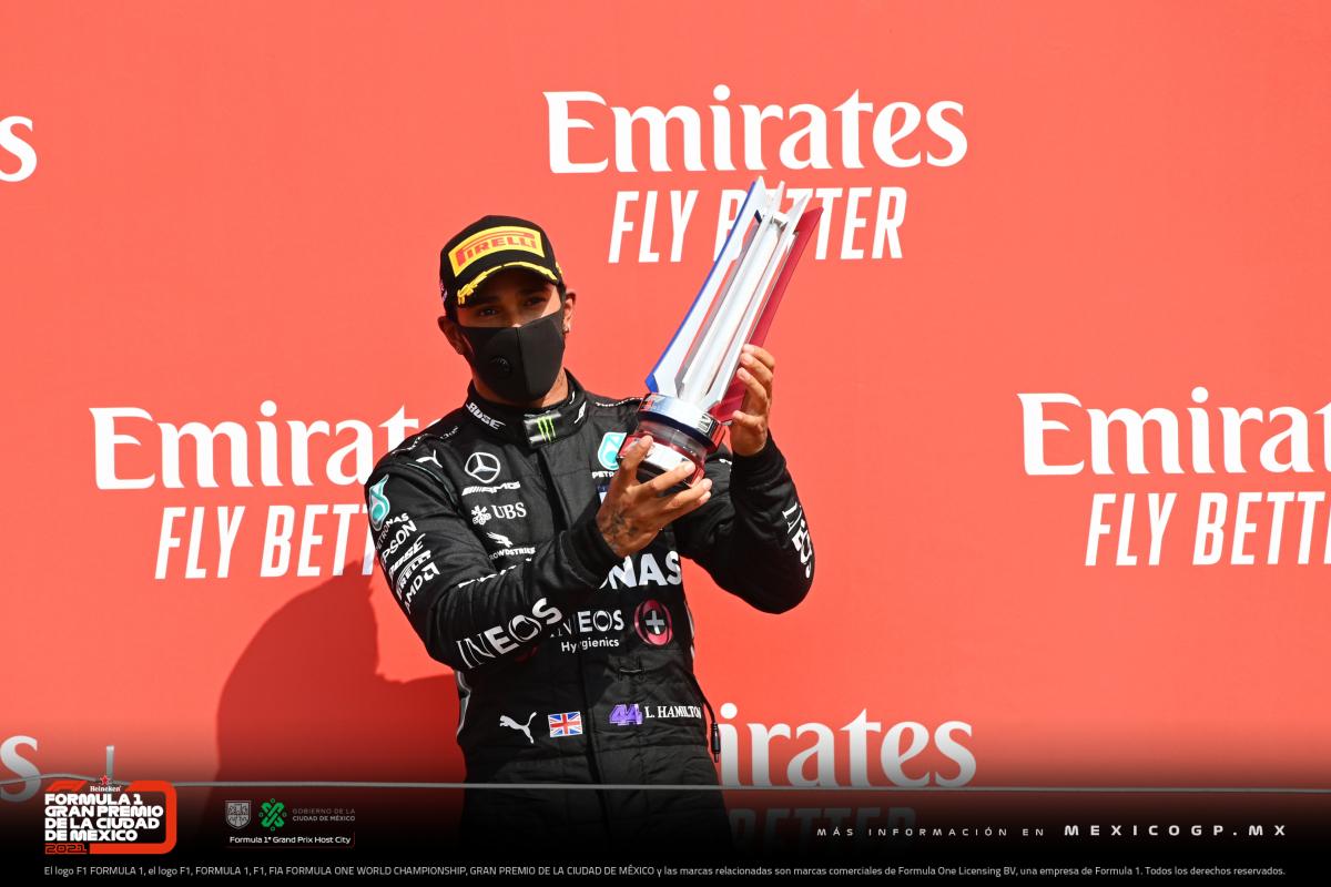 Con su segundo lugar en el Gran Premio del 70 Aniversario, @LewisHamilton igualó el récord de todos los tiempos de Michael Schumacher de 155 podios. 🔝 #F170 https://t.co/G7fSJEDxHh