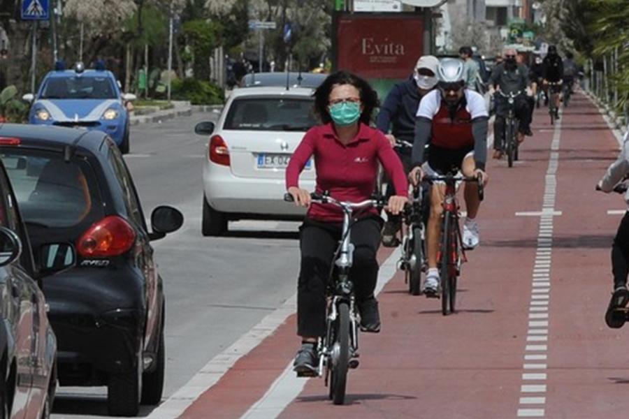 Nel Torinese obbligo di mascherina all'aperto, anche per chi va in bici – Multe fino a 1000 euro ai trasgressori... https://t.co/GkkR4hHM8R