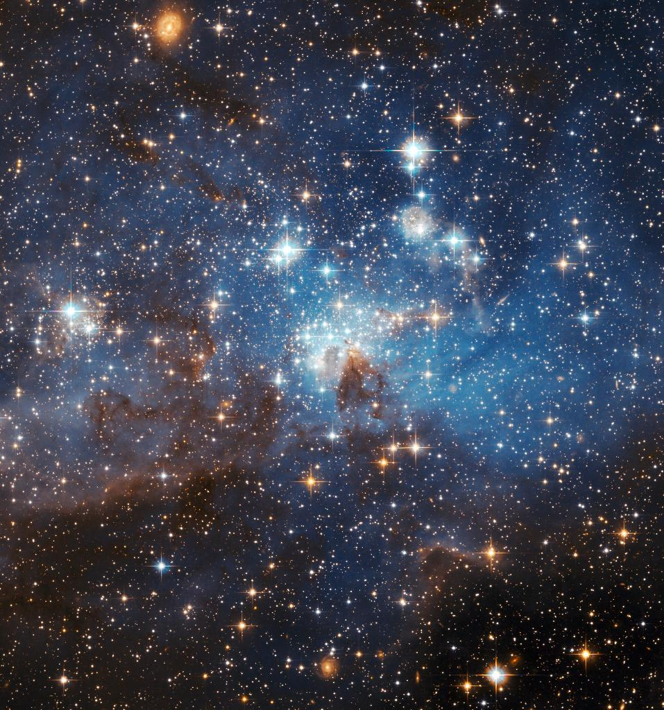 #HubbleClassic Swirls of gas and dust reside in this ethereal-looking region of star formation some 160,000 light-years from Earth. Named LH 95, it's located in a small, nearby galaxy called the Large Magellanic Cloud: https://t.co/0xoJcfi5gQ