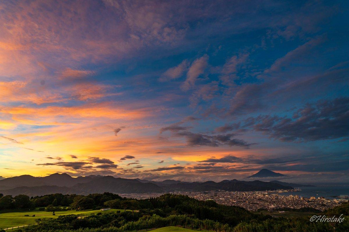 今日の夕焼けはすごかったー(その3) - Magic Hour August 10,2020 18:35am - 日本平/静岡市清水区/静岡県 - #pashadelic #tokyocameraclub  #1x_japan #photo_travelers #nationalgeographic #photo_shorttrip  #japan #shizuokaprefecture #mtfuji  #日本 #静岡 #富士山pic.twitter.com/N8qiY7BR7r