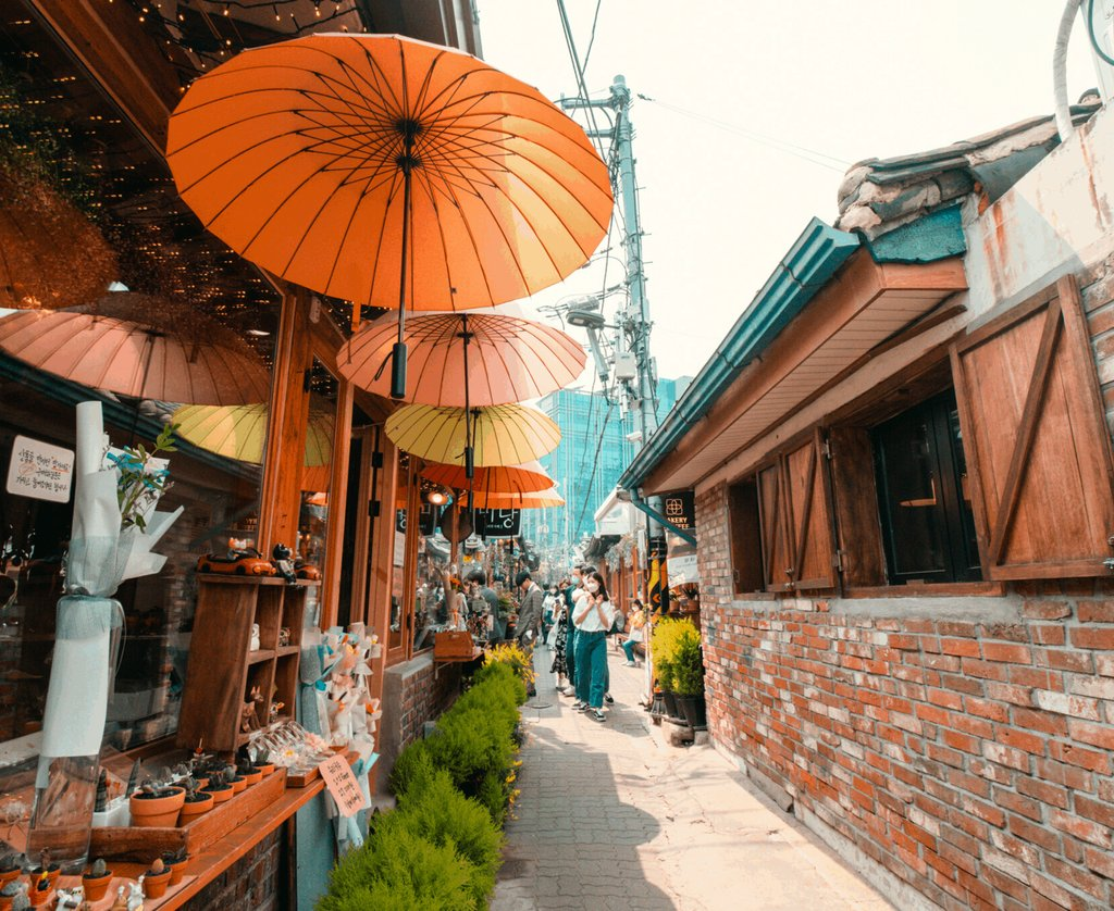 The 15 Best Things to Eat, See and Do in #Ikseondong #Seoul #southkorea #travelkorea  https://buff.ly/2yxeXVx pic.twitter.com/j6RdW1jcWD