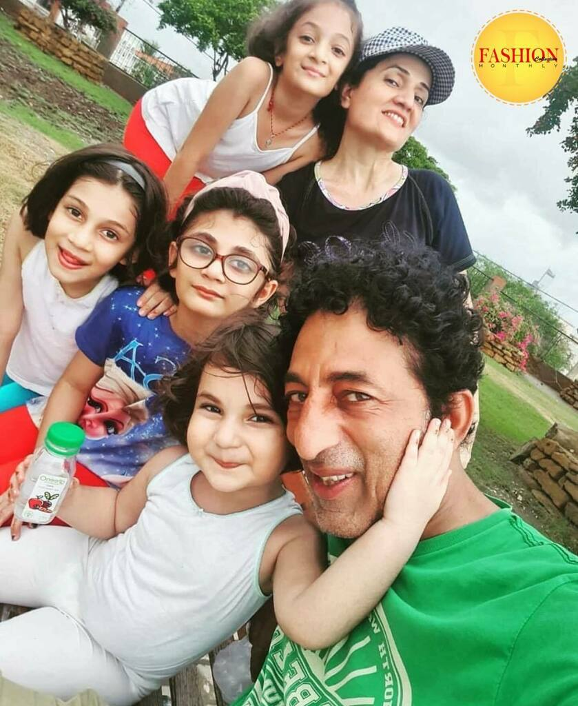 Veteran actor Adnan Shah Tipu with his family 👨‍👩‍👧‍👦 . #fcmag #monday #family #acote #2020 #style #lifestyle #music #brands #trends https://t.co/4XiRY4io3a https://t.co/oMQ4m7RD4G